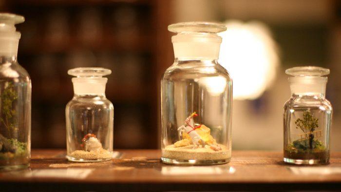 ガラスの中に広がる「時計荘」の鉱物ジオラマの世界