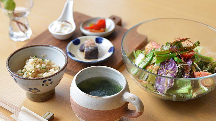 沖縄の食材と他地域の食材の、おいしい出会いを提供。「食堂faidama」