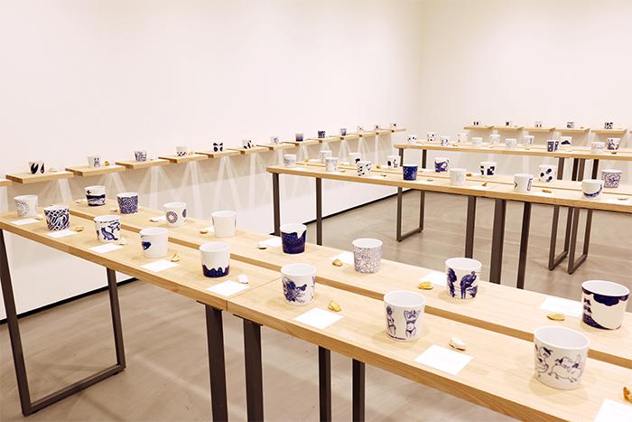 170人のクリエイターと有田の窯元がコラボレーション!熊本天草陶石の磁器展『藍色カップ』レポート