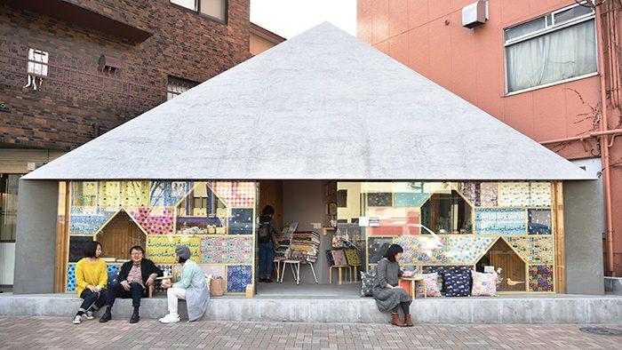 三角屋根がかわいいCASE GALLERYで、テキスタイルデザイナー・島塚絵里さんの個展『Mökki』開催中