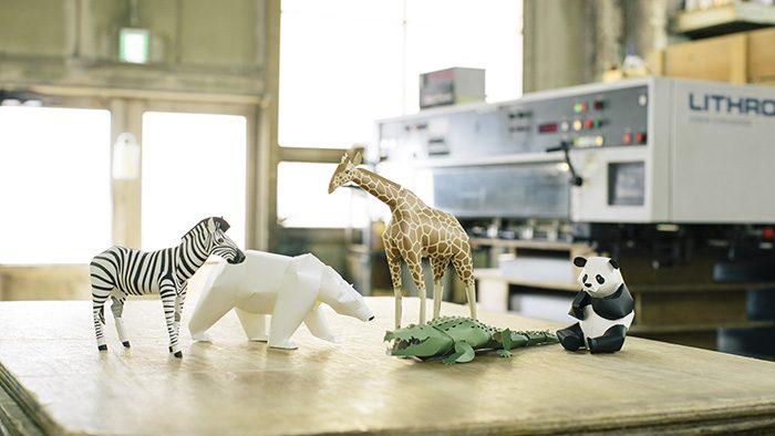 動物の頭からしっぽまでのフォルムを紙でリアルに追求したペーパーモデルキット「TOP TO TAIL」
