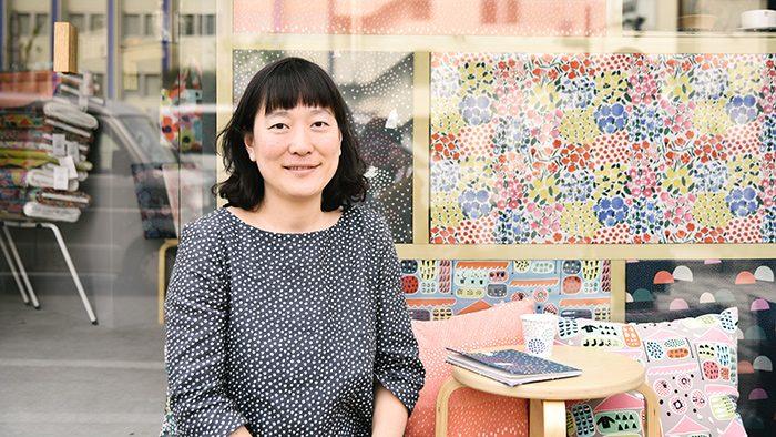 島塚絵里さんインタビュー|すべての経験があって今がある。英語教員からテキスタイルデザイナーの道へ。