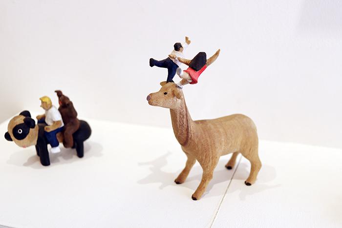 わたしの一番お気に入りの作品は、鹿の角でダンスする「Let's dance」。見事なバランス!