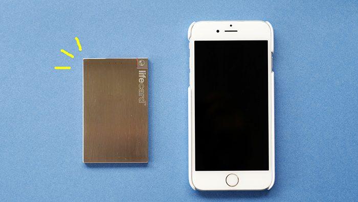 お財布や定期入れに入れて持ち歩ける!カード型スマホ専用モバイルバッテリー「LIFE CARD」
