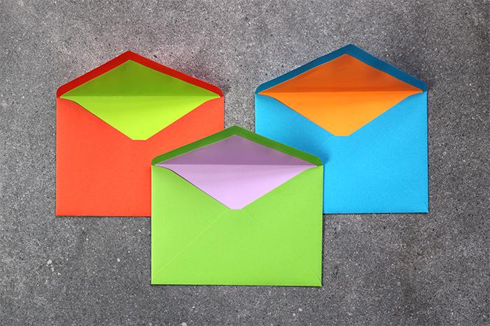 封筒はテーマにあわせて選びましょう。
