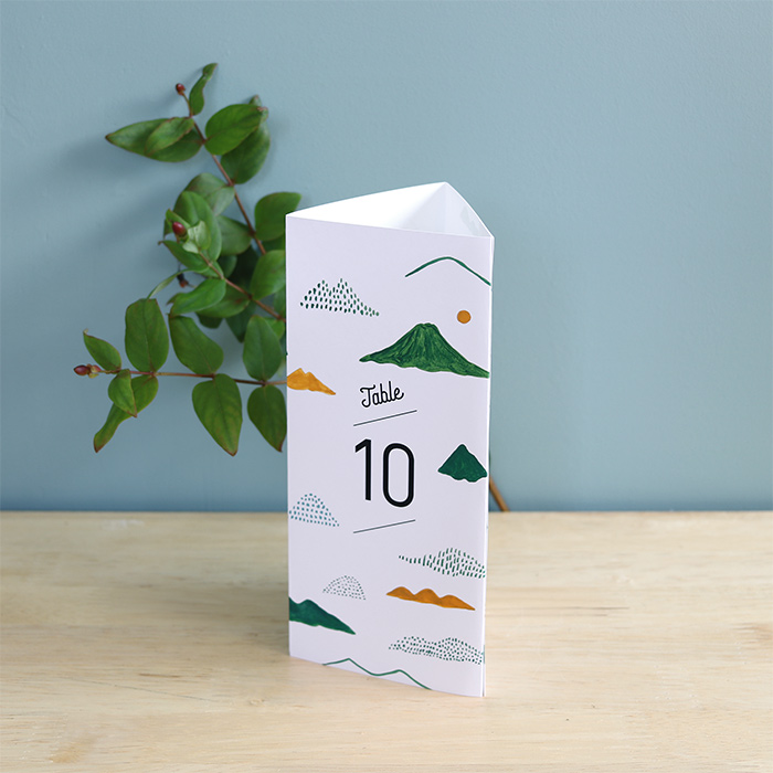 10. A4用紙を三つ折りにしてつくる山と三角のテーブルナンバー