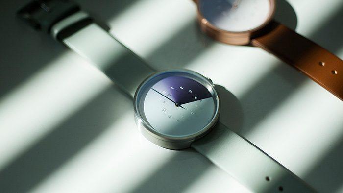 1本の針とグラデーションで時を伝えてくれる腕時計「Hidden Time Watch」