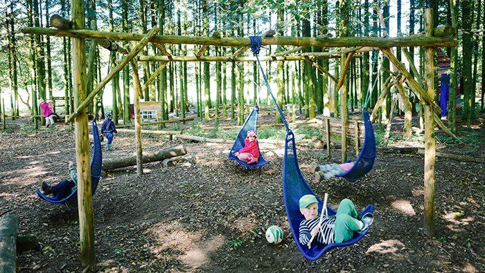 森の中が教室?!子供たちのクリエイティビティや自発性を育てる、デンマーク生まれの「森のようちえん」