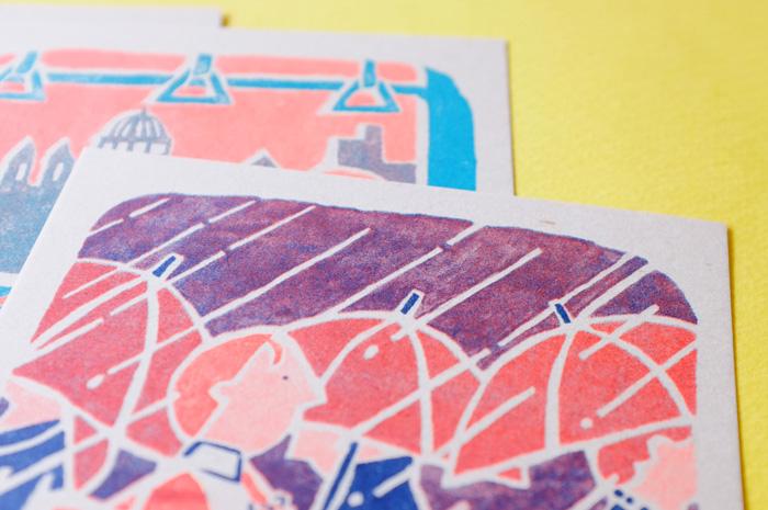 イラストの原画はインクを使って描かれています。インクのにじみが、イラストの独特の色むらになっていることも、WEBサイトを見て発見しました。