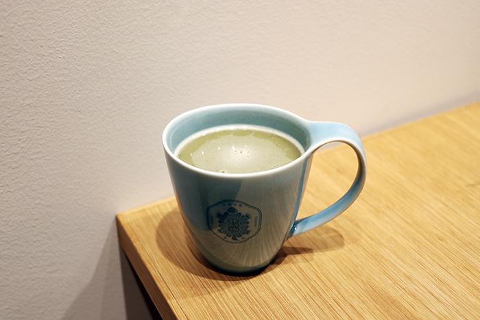 わたしは、擂茶(れいちゃ)のストレートを飲みました。擂茶はHOT ONLYで400円。
