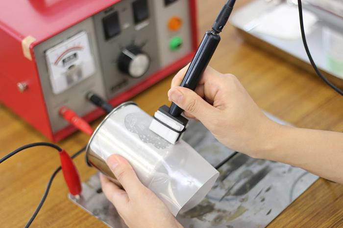 電解マーキング印刷機を使うと金属にだって印刷できる!
