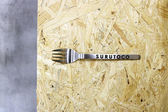 電気を通す金属には印刷が可能ですが、推奨素材は、ステンレスです。素材のお持ち込みもOK。