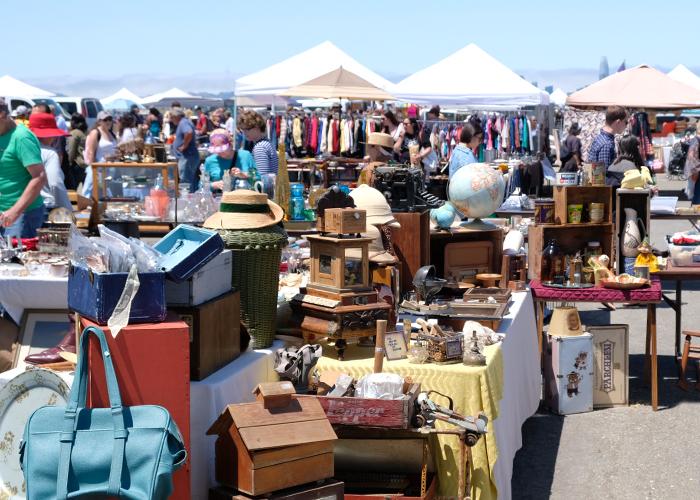 1. 北カリフォルニア最大のアンティークマーケットAlameda Point Antiques Faire