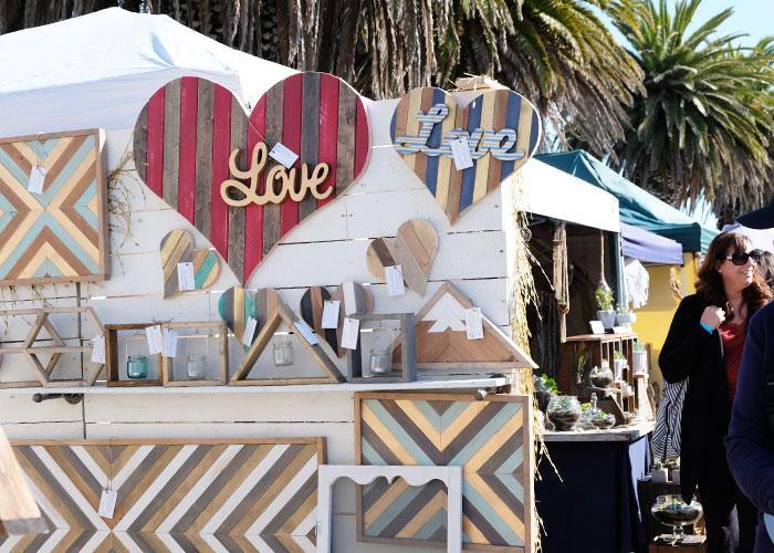 地元アーティストや起業家のためのマーケットTreasure Island Flea Market