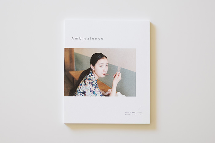 (忠地七緒さん初の写真集『Ambivalence』 異国の地・台湾で、公私共に親交の深いモデル・赤坂由梨の素顔を撮り下ろしている。)
