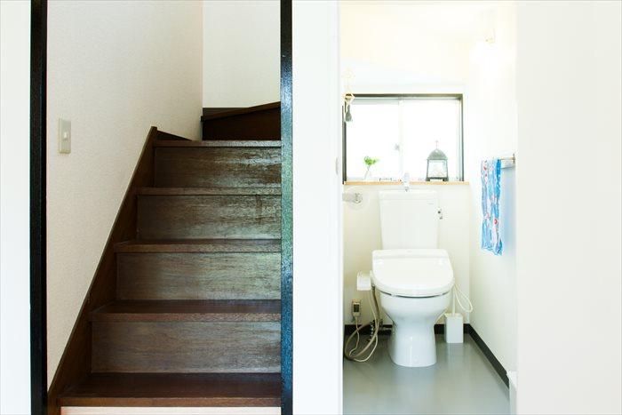 お風呂場や洗面所、トイレなどの水回りは、ARTで飾りつつも、清潔さと使いやすさを第一に考えました。