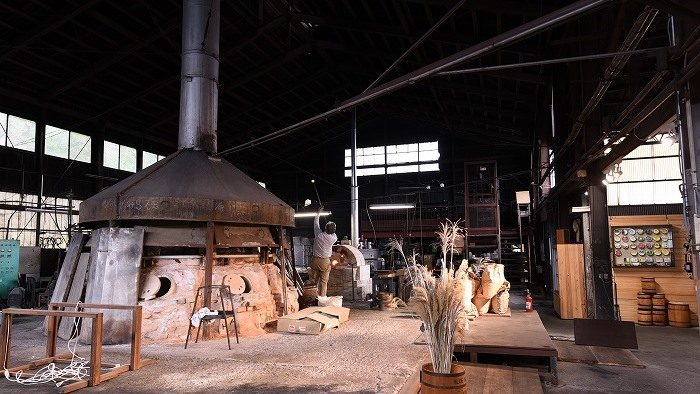 新潟のガラス文化を復活!ジャズの音色が鳴り響くギャラリー工場「秋葉硝子」