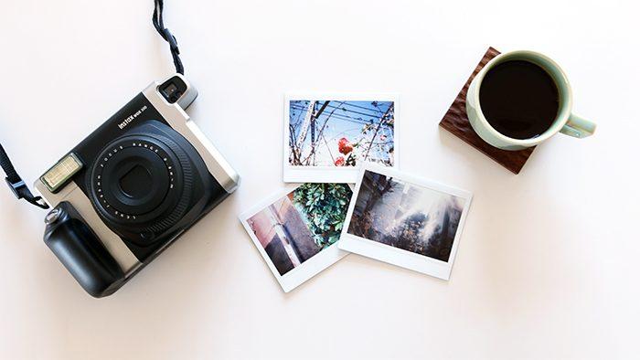 """アナログの良さを実感できる!写真を楽しむためのカメラ「""""チェキ""""instax WIDE 300」の魅力とは?"""