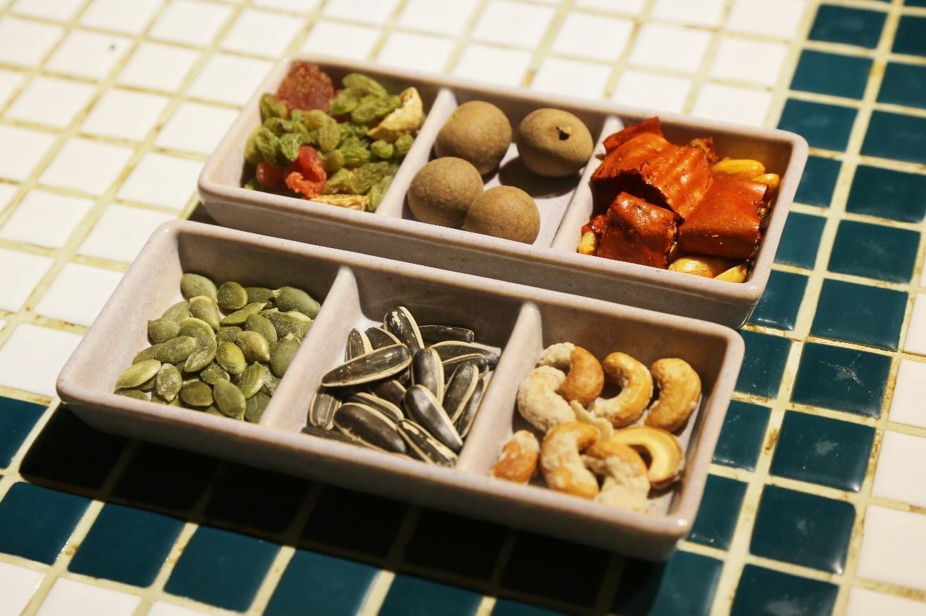 (いちじく・グリーンレーズン・いちごのドライフルーツ、竜眼、唐辛子スナック、南瓜の種、ヒマワリの種、砂糖をからめたカシューナッツ)