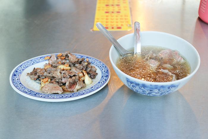 台南の牛肉炒めと牛肉湯