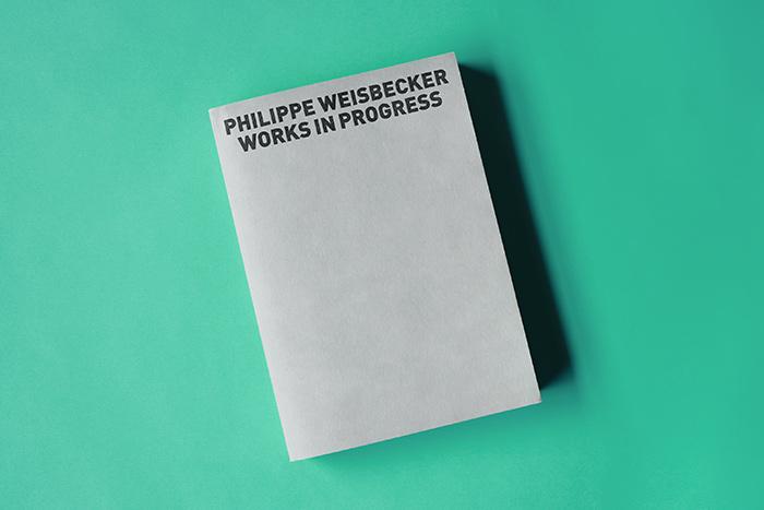 ブックケースから作品集を取り出してみると、ワイズベッカーさんらしいシンプルな装丁。