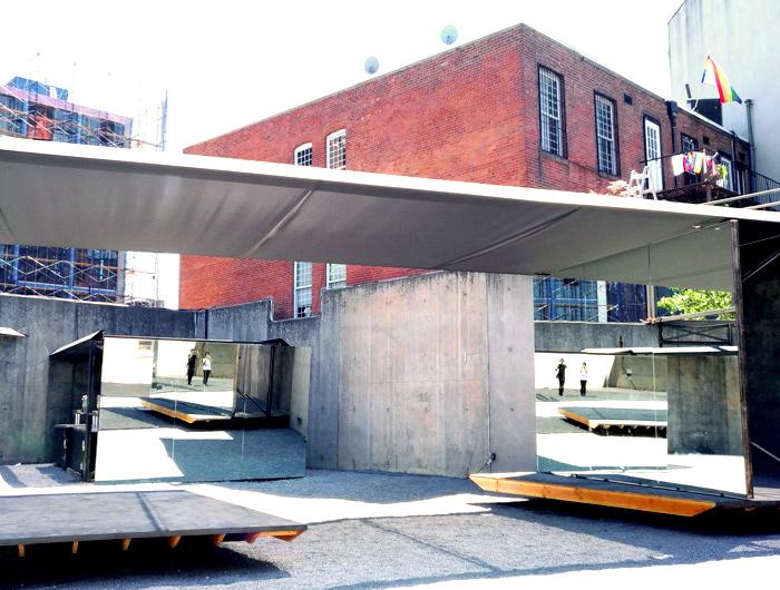 ニューヨークアートブックフェアは、中の展示スペースはもちろん、広い中庭も使って開催されるそうです。