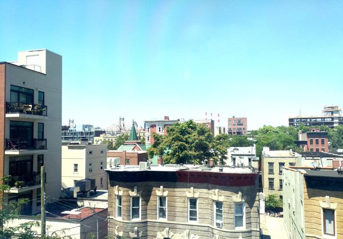 MoMA PS1の窓から見た空