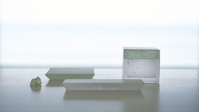 霧のような空気感を持つ、美しいガラスの香道具。麻布・香雅堂「kiriiro」シリーズ
