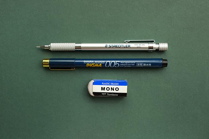 使っている筆記用具は、シャープペン、0.05mの水性ペン、消しゴムというシンプルなものです。まずは、これだけあれば充分です。
