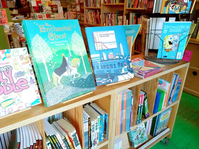 ZINEだけではなく、書籍もたくさんありました。子供向けのイラストの本や、日本の漫画を英訳したもの、グラフィックデザインの本などもあります。