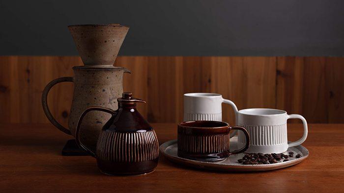 廃棄される豆を釉薬として再利用。コーヒーのストーリーを感じるカップ&ドリップポット制作プロジェクトが気になる!