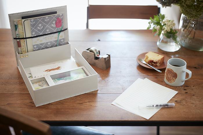 紙文箱は、ばらけがちなお手紙用品を大きさや種類ごとにお店のように並べながら収納できます。