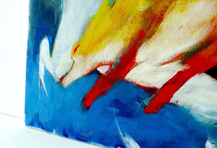 キャンバスとアクリル絵の具の質感が残って、じっと見てしまいます。