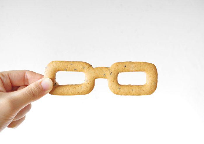 一度食べたら忘れられない硬さ!福井・鯖江の老舗パン屋が手がける「眼鏡堅麺麭(かたぱん)」