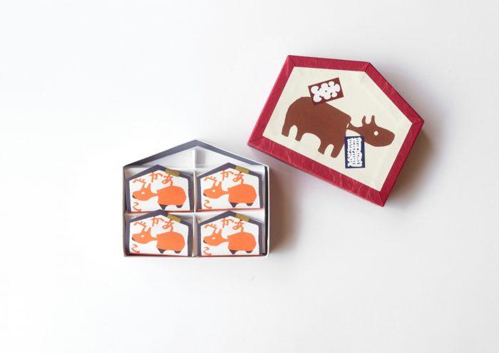会津の郷土玩具・赤べこのパッケージがかわいい!福島土産の求肥のお菓子「あかべこ」