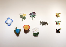 「石本藤雄展 -マリメッコの花から陶の実へ-」が青山・スパイラルで開催中!