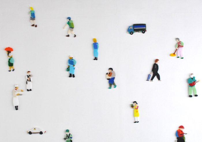 働く人をモチーフにしたガラス作品がキュート!キルンワークという手法で作品をつくるガラス作家・荒井美乃里さん