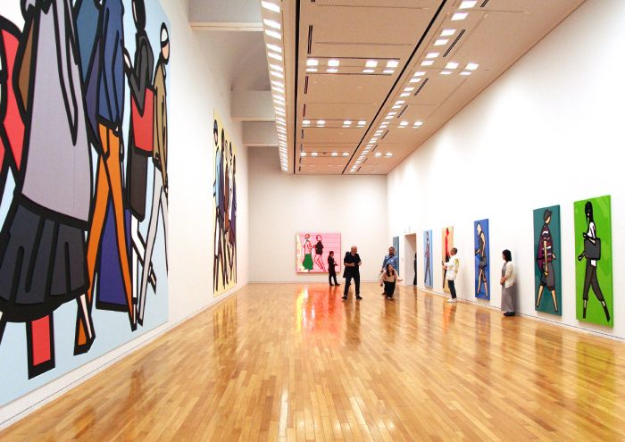 日本国内の美術館では11年ぶりとなる大規模個展!東京オペラシティ アートギャラリーで開催中の「ジュリアン・オピー」展レポート