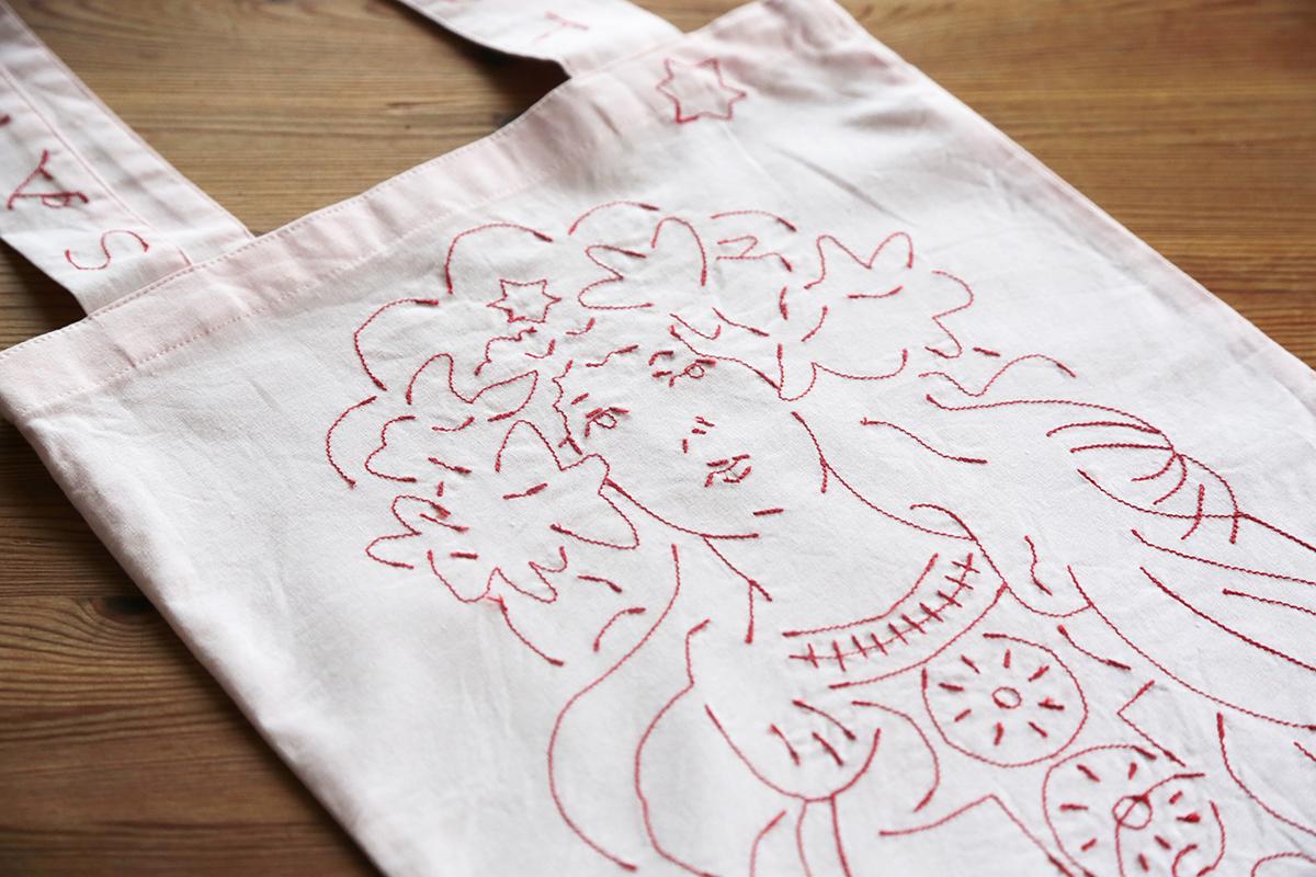 みんなのミュシャ×holiday刺繍バッグ