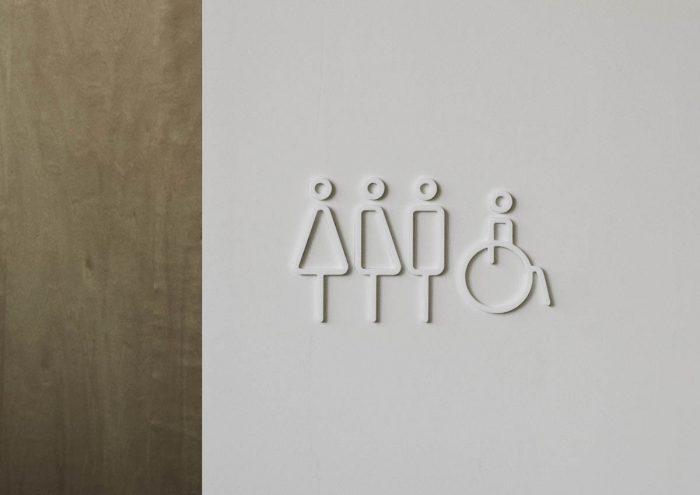 福井発のインテリアプロダクトブランド「MOHEIM」が手がける次世代デザインのレストルームサイン