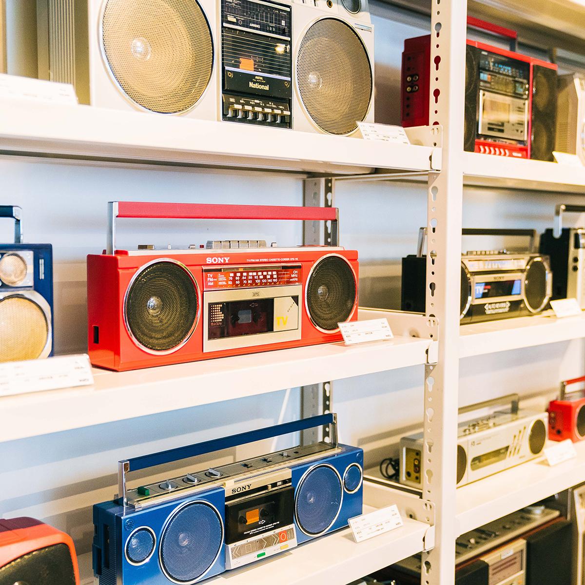 カセットテープ専門店 waltzでは、ラジカセも販売されている