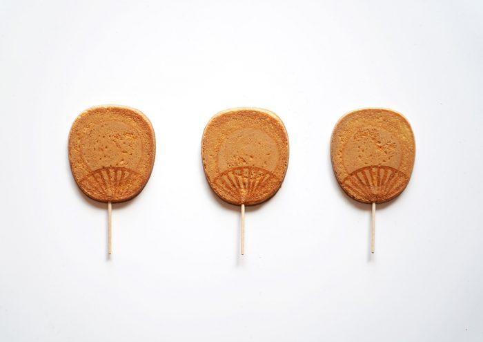 ミニサイズのうちわが可愛い!香川県・寳月堂の「丸亀うちわせんべい」