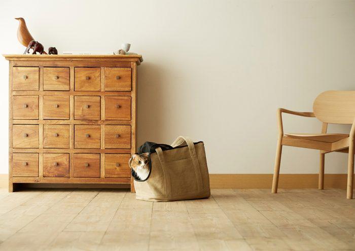 途上国から世界に通用するブランドをつくるマザーハウスとRINNがコラボレーション。猫にやさしいキャリーバッグ「Neko Carry Bag」