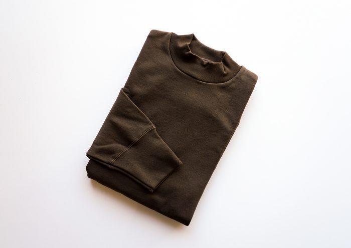 KONCENT×久米繊維工業。高い技術とこだわりが詰まったスウェット「Mock Neck Sweater」がリニューアル!