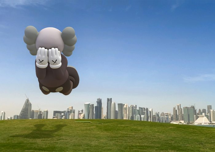 アートを楽しむ新しいかたち。KAWS の作品をARアプリで体感する『KAWS EXPANDED HOLIDAY』が登場!