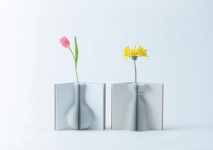 紙の可能性を追求。本のように開く花瓶「Flowery Tale」