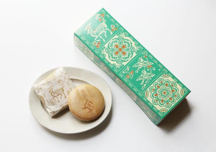 正倉院模様の華やかなパッケージが素敵!奈良・本家菊屋の「鹿もなか」
