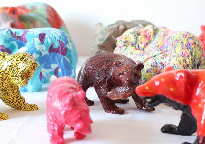 """昔ながらの""""木彫り熊""""がアーティストの感性で一新!「Re-Bear Project」"""
