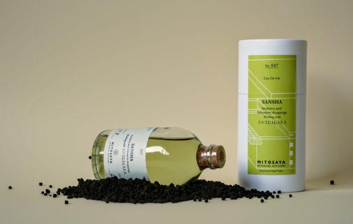 昆虫食をスタイリッシュに体感!蚕沙(カイコのフン)の蒸留酒「SANSHA – Mulberry and Silkworm droppings」