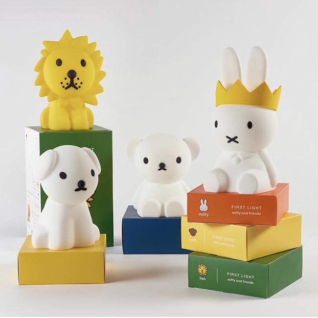 (写真左から)「FIRST LIGHT miffy and friends」Snuffy, Lion, Boris, Miffy, 及び「The Crown」